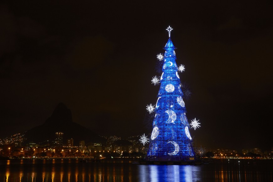 The 19th Bradesco seguros floating christmas tree of light, blue lights