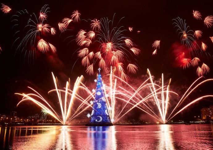 The 19th Bradesco seguros floating christmas tree of light with fireworks