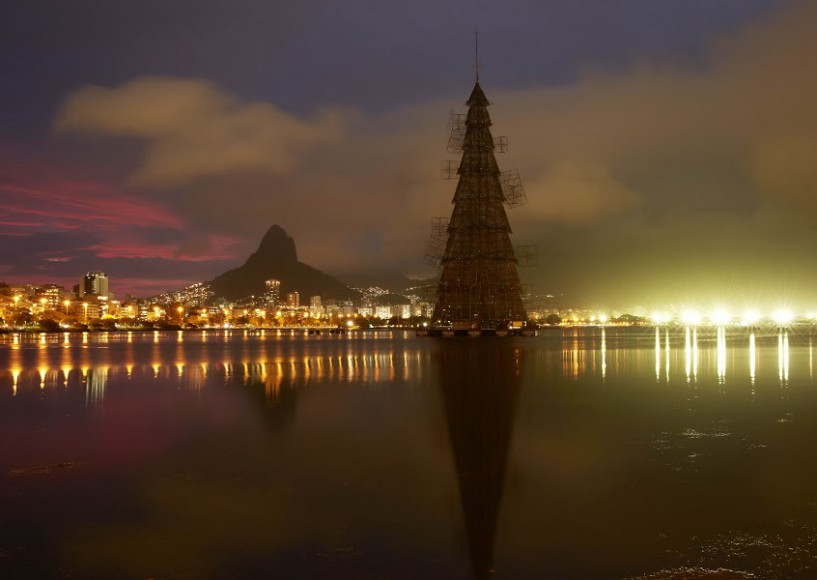 The 19th Bradesco seguros floating christmas tree of light
