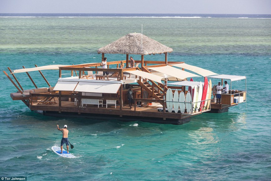 paddeling around the floating pizzeria is like a slice of paradise - Cloud9 - Fiji